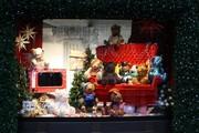 Оформлении витрин магазинов в Краснодаре уже началось.Сезон 2013 откры